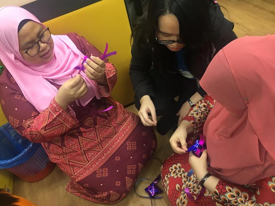 Making ketupat using ribbon and Challenging game for Selamat Hari Raya 2019